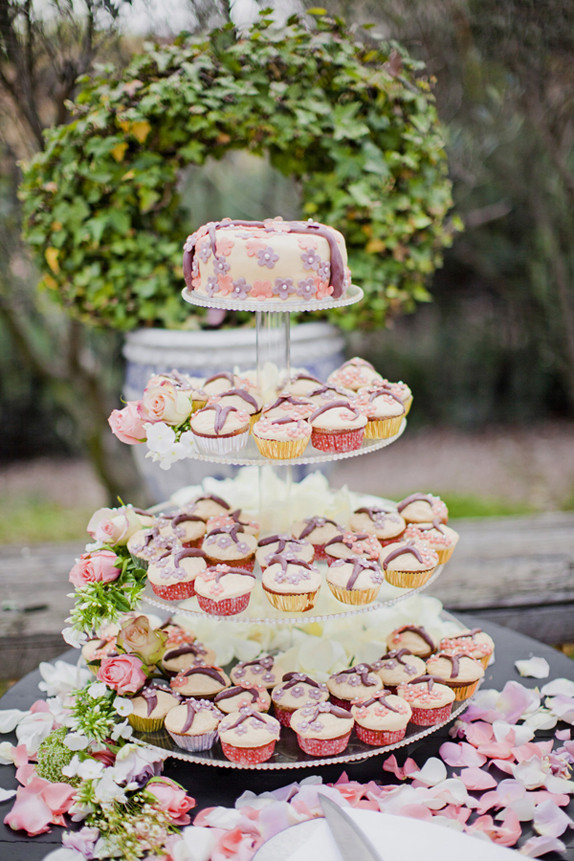 Southern-weddings-Southern-wedding-ideas-cupcake-tower-pear-cupcakes
