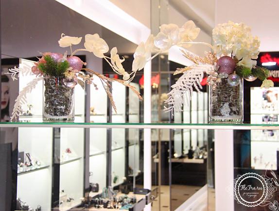 витрина новый год украшение дизайн флористика цветы кемерово дизайн интерьер ваза www.flofra.ru.jpg 1