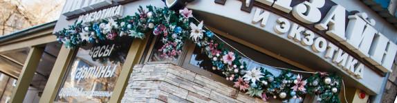 Новогоднее украшение фасадов Кемерово Кузбасс декор флористика цветы дизайн гирлянды композиции www.flofra.ru