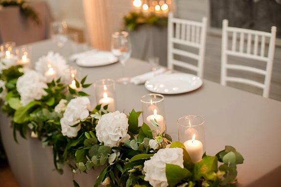 svadebnoe-ukrashenie-banketa-eko-stil-zelenoe-dekor-kemerovo-kuzbass-svadba-floristika-cvety-prezidium-www-flofra-ru-2