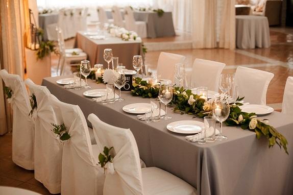 svadebnoe-ukrashenie-banketa-eko-stil-zelenoe-dekor-kemerovo-kuzbass-svadba-floristika-cvety-prezidium-www-flofra-ru-3