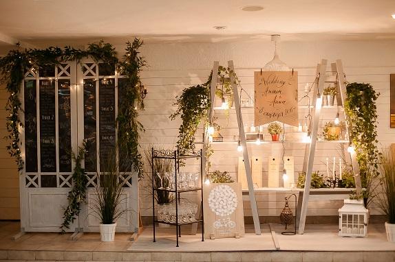 svadebnoe-ukrashenie-banketa-eko-stil-zelenoe-dekor-kemerovo-kuzbass-svadba-floristika-cvety-prezidium-www-flofra-ru-4