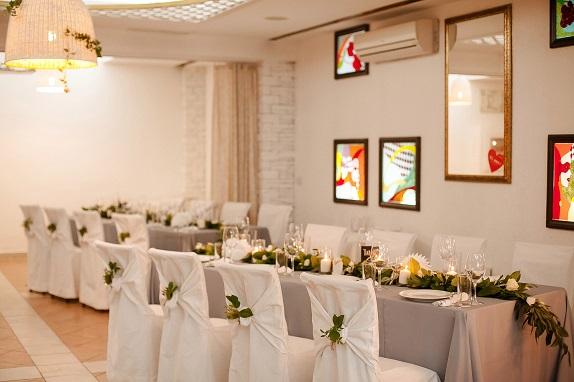 svadebnoe-ukrashenie-banketa-eko-stil-zelenoe-dekor-kemerovo-kuzbass-svadba-floristika-cvety-prezidium-www-flofra-ru-6